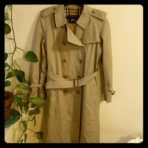 Burberry belted trench coat Large